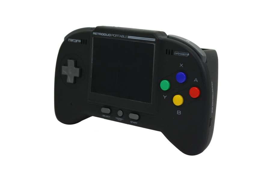 La consola está disponible en dos colores: Rojo y Negro