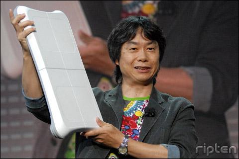 Wii Fit es una tabla que, conectada sin cables a la Nintendo Wii y con el videojuego Wii Fit permite creear una tabla de ejercicios adaptados a tus necesidades físicas
