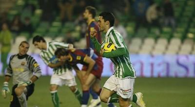 Jorge Molina celebra el segundo de los tres goles del Betis. Fuente: ABC de Sevilla.es