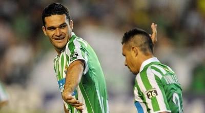 Rubén Castro y Molina celebrando un gol. Foto:ABC