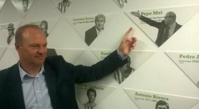 Pepe Mel en el Muro de la Fama del Betis - Foto Real Betis Balompié
