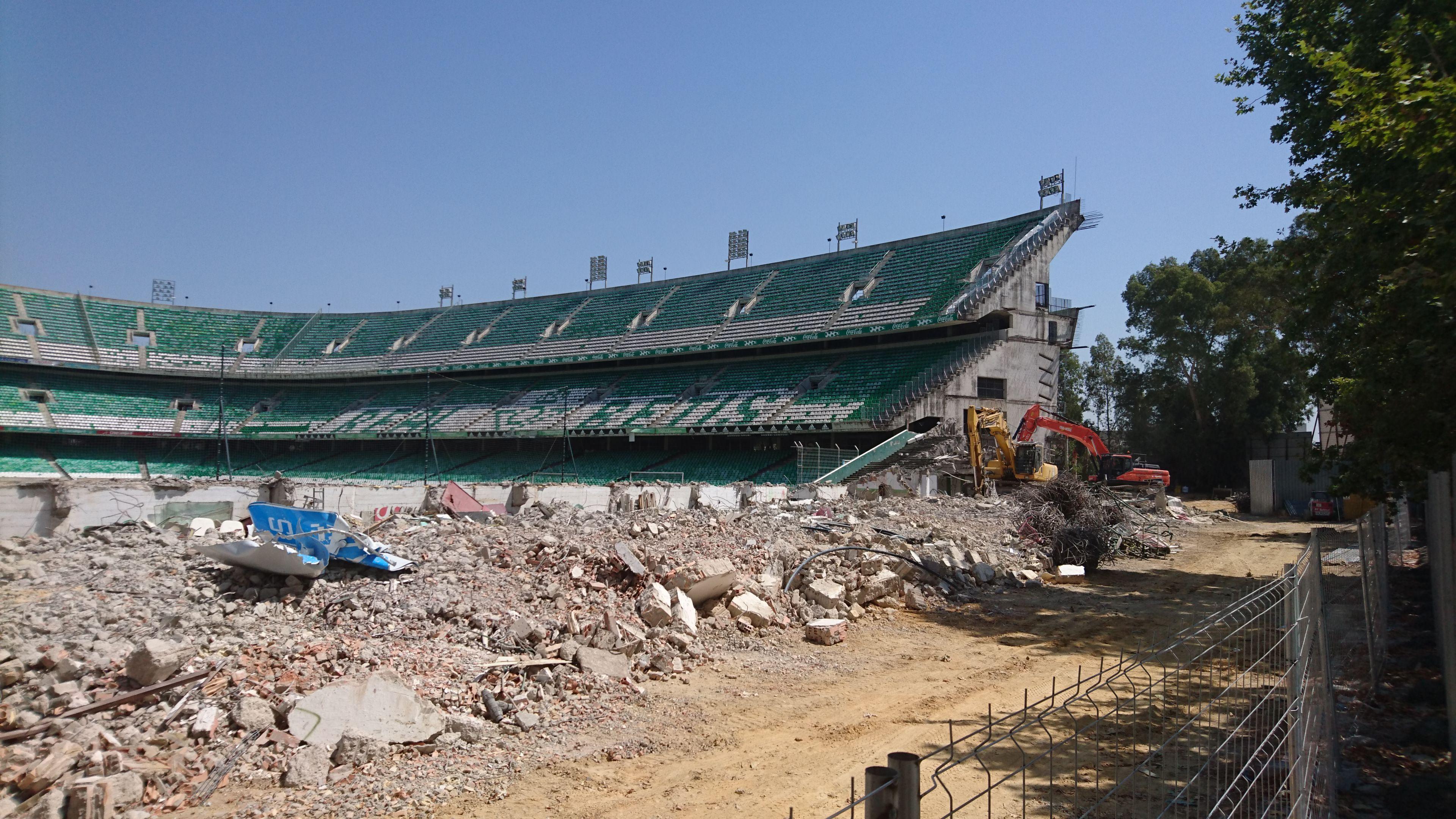 El Estadio Benito Villamarín, sin la grada de Gol Sur.